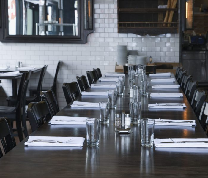 place-settings-at-table-in-empty-restaurant-E6SP39Q-min